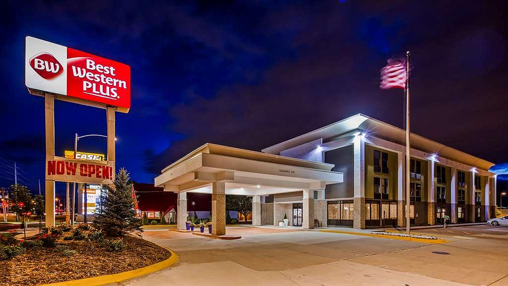 Best Western Plus Bloomington East Hotel - Facciata dell'albergo