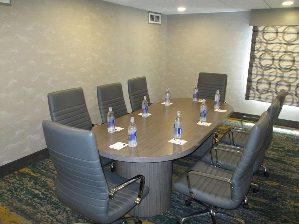 Best Western Plus Bloomington East Hotel - We can host your next anniversary, celebration or breakfast meetings in one of our meeting rooms.