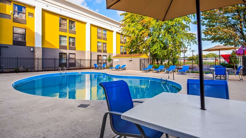Best Western Plus Bloomington East Hotel - Pool