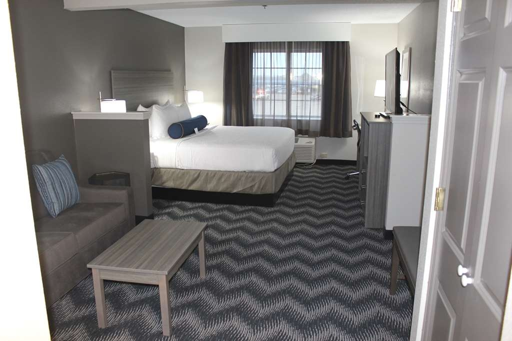 Best Western Plus Bolingbrook - King and Sofabed Room