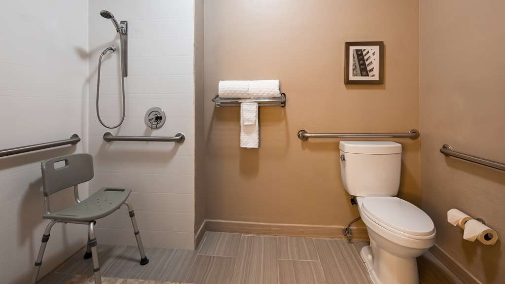Best Western Plus Bolingbrook - Bathroom