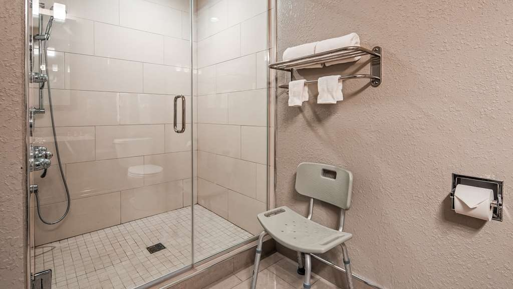 Best Western Plus North Joliet - King Guest Suite Shower