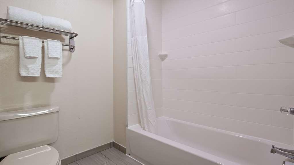 Best Western O'Fallon Hotel - Bathroom