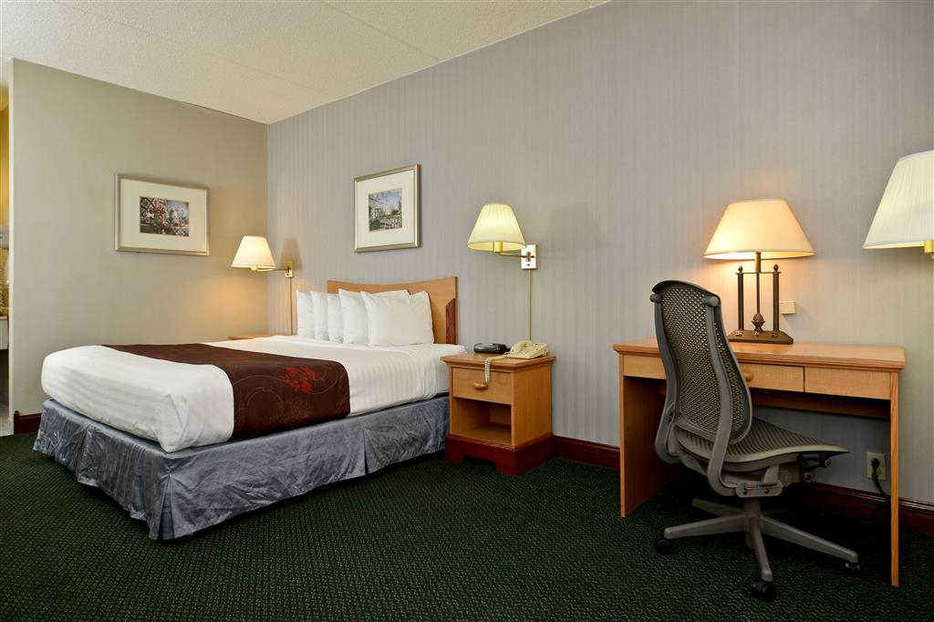 Best Western Inn - Stay productive during your stay in our king guest room featuring a spacious work desk, ergonomic business chair and complimentary high-speed Internet access.