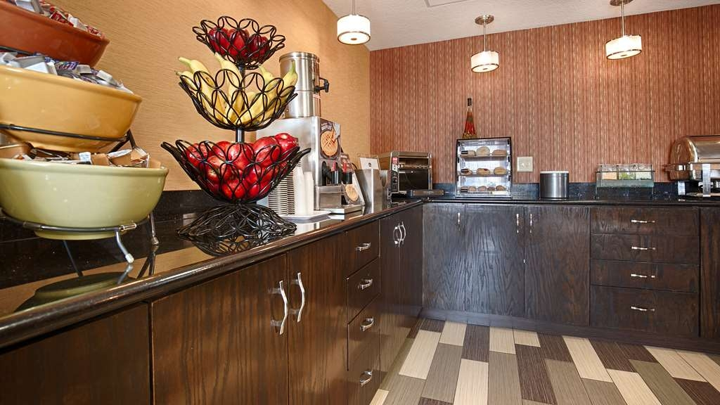 Best Western Luxbury Inn Fort Wayne - Begin your morning with a complimentary breakfast buffet offered in our new, contemporary breakfast area. Enjoy a variety of options!