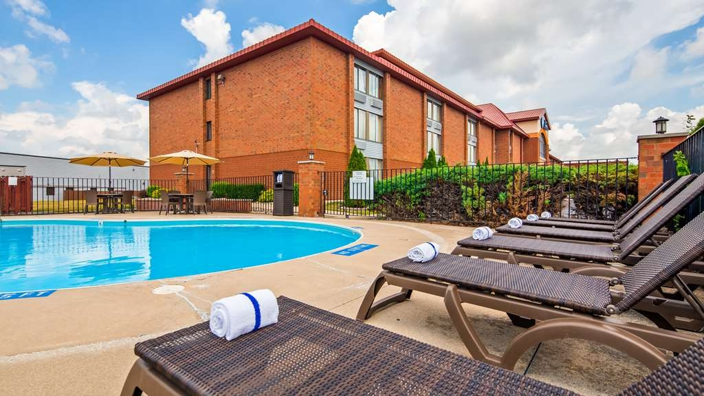 Best Western Luxbury Inn Fort Wayne - Piscina