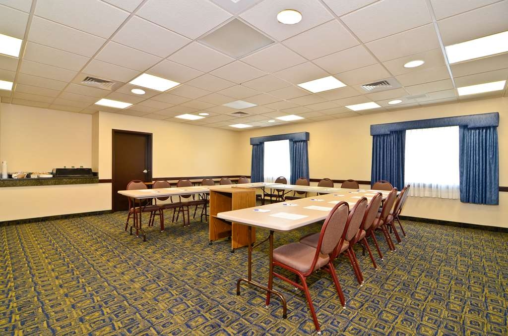 Best Western Plus Gas City - Our meeting rooms are the ideal setting for corporate events. Call our staff to book today!