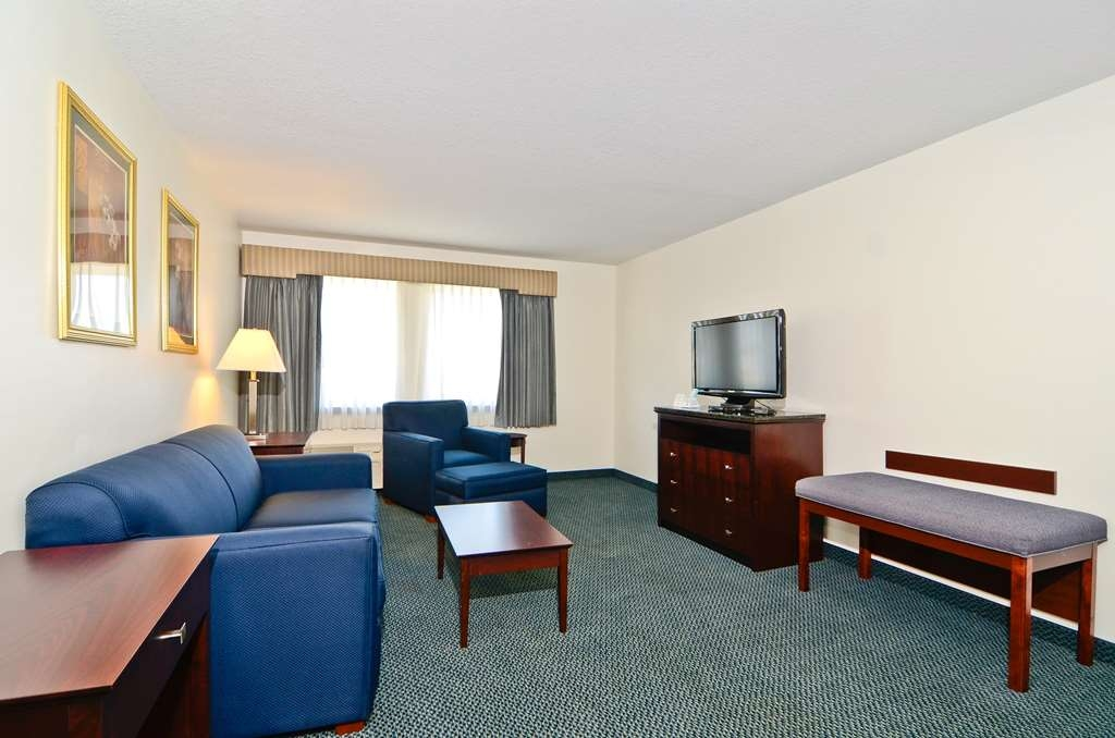 Best Western Plus Gas City - Suite