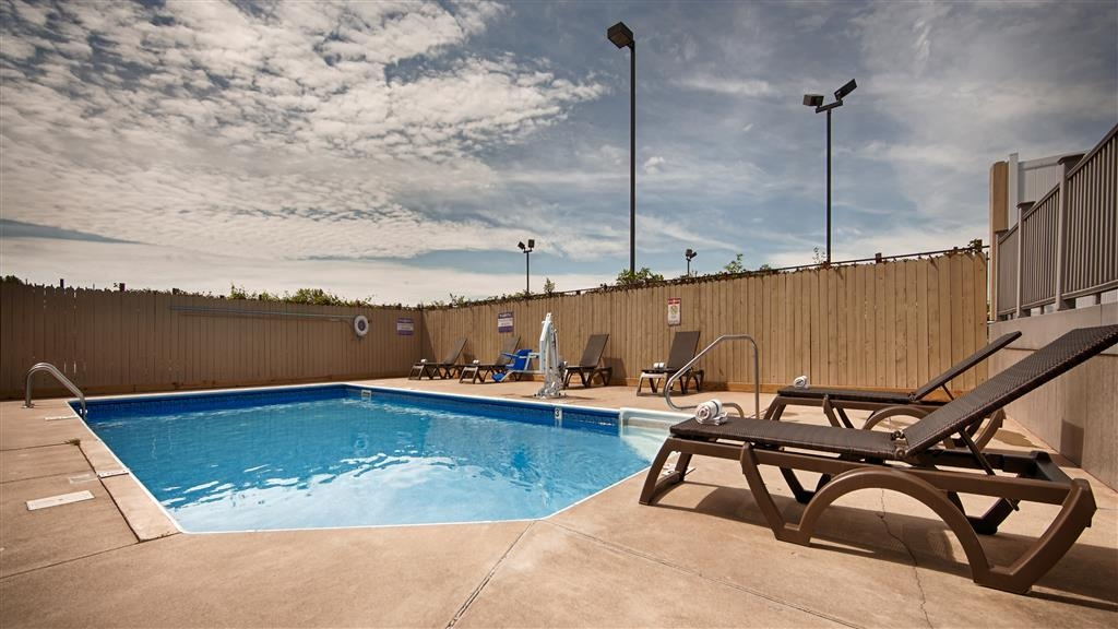 Best Western Crossroads Inn - Piscine