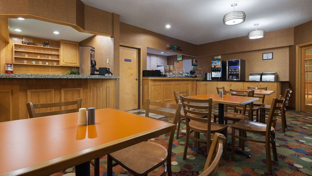Best Western Circus City Inn - Our breakfast room offers intimate dining for couples and smaller groups.