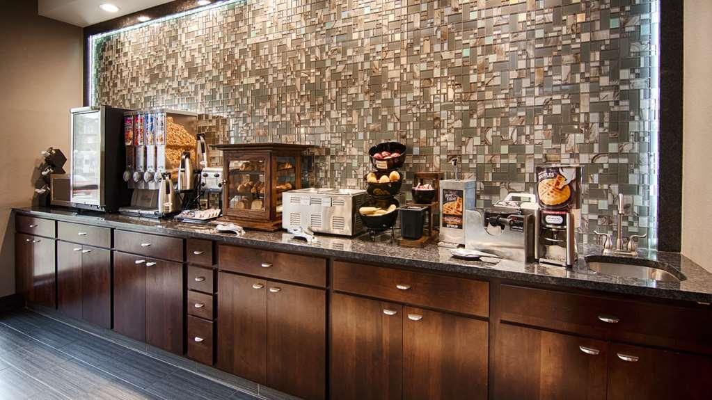 Best Western Inn & Suites - Desayuno Buffet