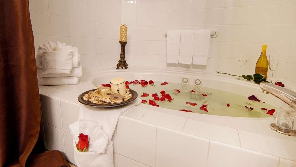 Best Western Kendallville Inn - Rejuvenate in our jetted tub suites.