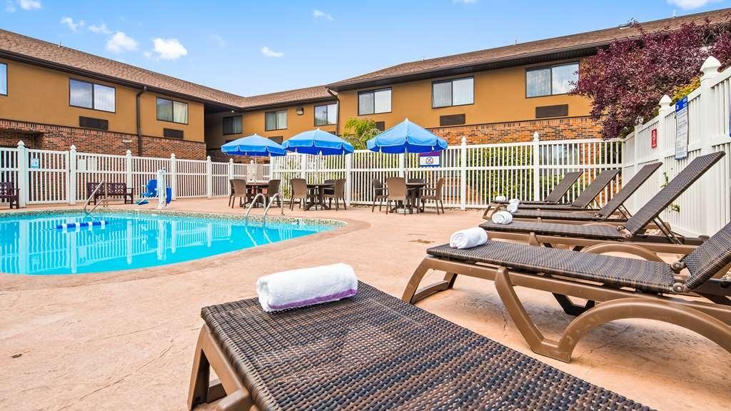 Best Western Kendallville Inn - Pool view