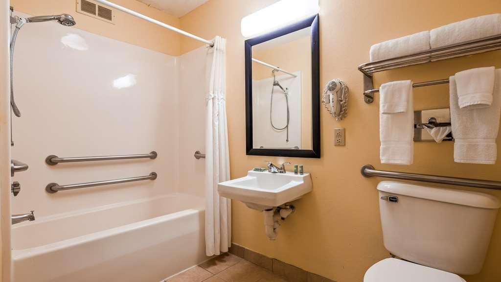 Best Western Muncie - Bathroom