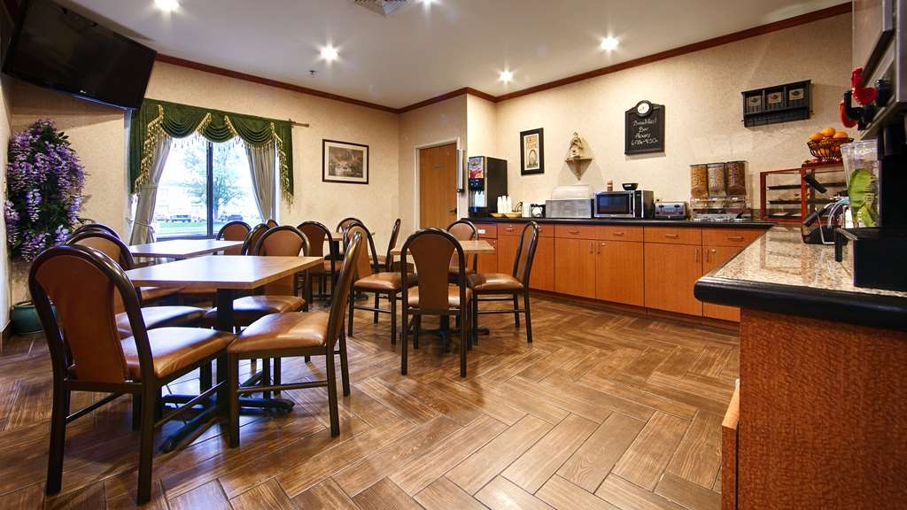 Best Western Inn & Suites of Merrillville - Sit down and enjoy the morning news while sipping a delicious cup of coffee.