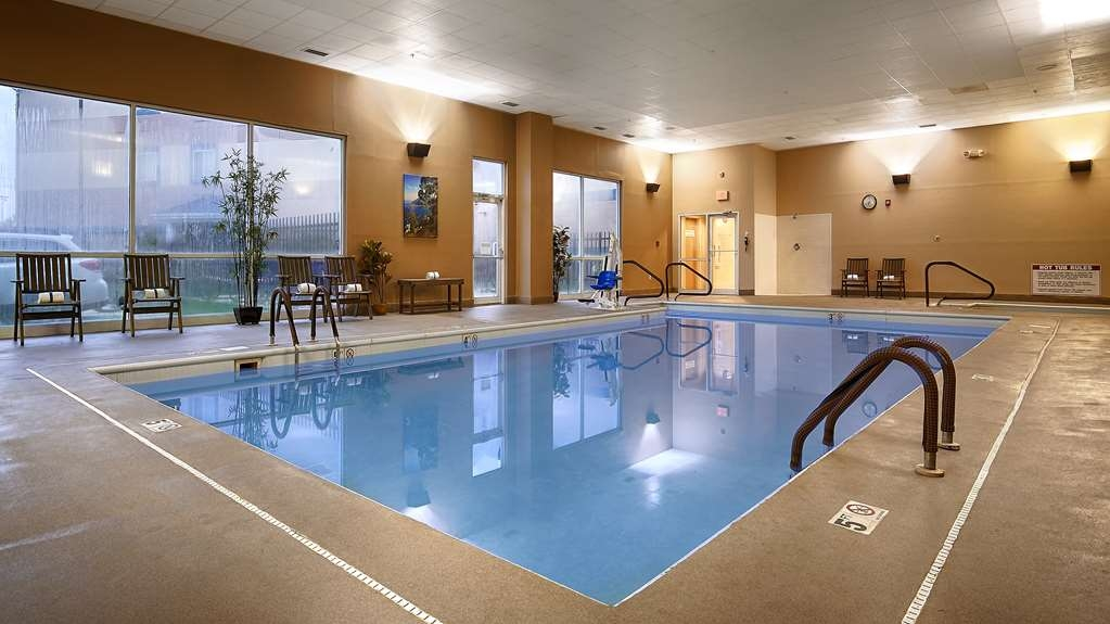 Best Western Plus Brandywine Inn & Suites - Poolansicht
