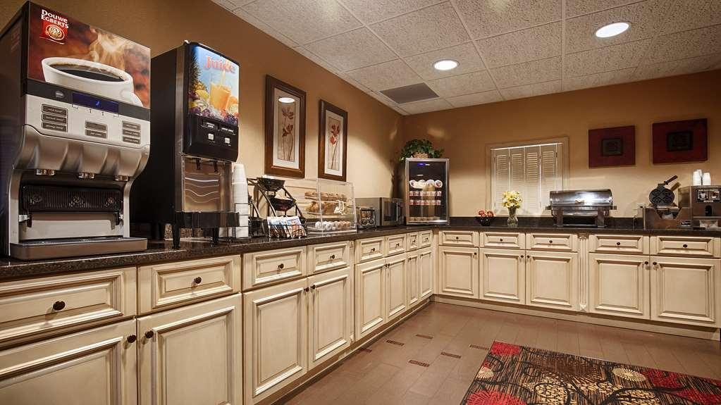 Best Western Plus Brandywine Inn & Suites - Desayuno Buffet