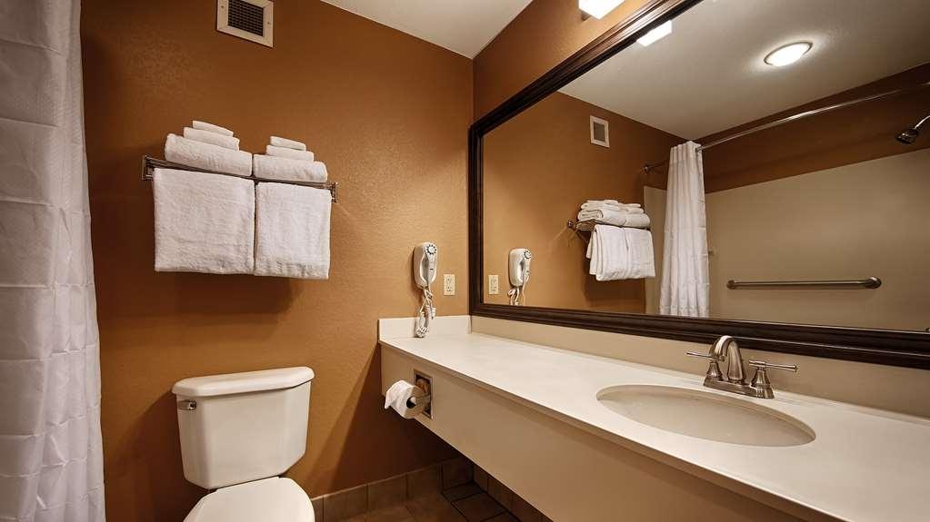 Best Western Plus Brandywine Inn & Suites - Baño