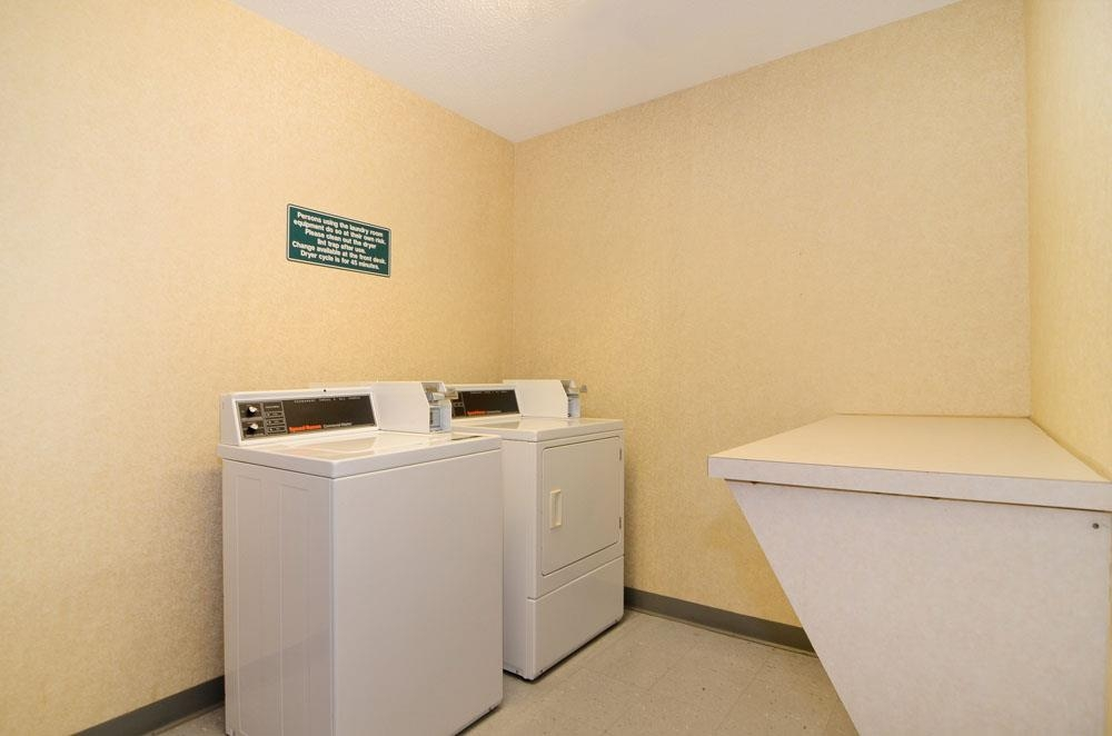 Best Western Airport Suites - Guest Laundry Room