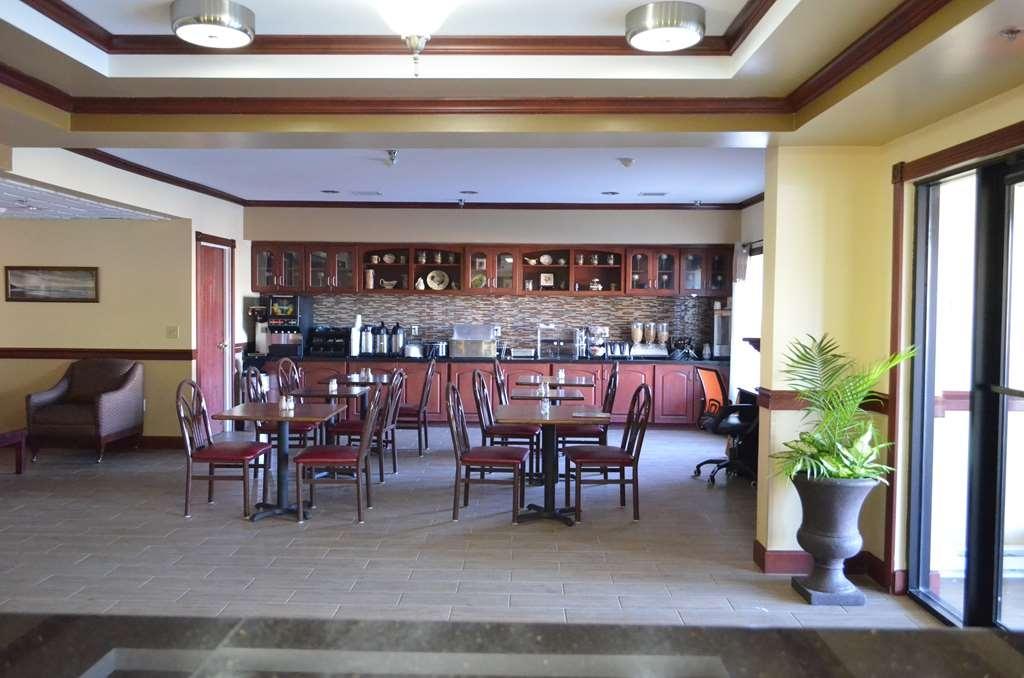 Best Western Airport Suites - Salle de petit déjeuner