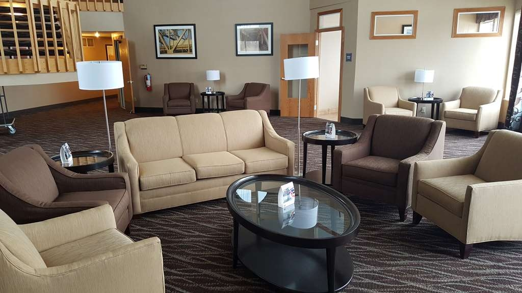 Best Western Indian Oak - Come sit by the massive Lakeview and have some great conversation.