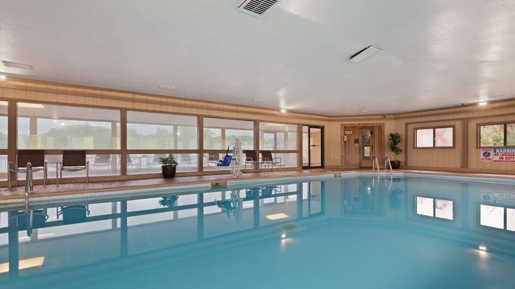 Best Western Indian Oak - The indoor pool is perfect for swimming laps or taking a quick dip.