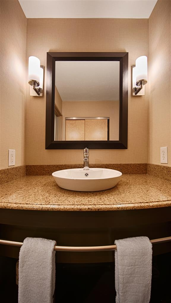 Best Western Plus Atrea Airport Inn & Suites - Baño