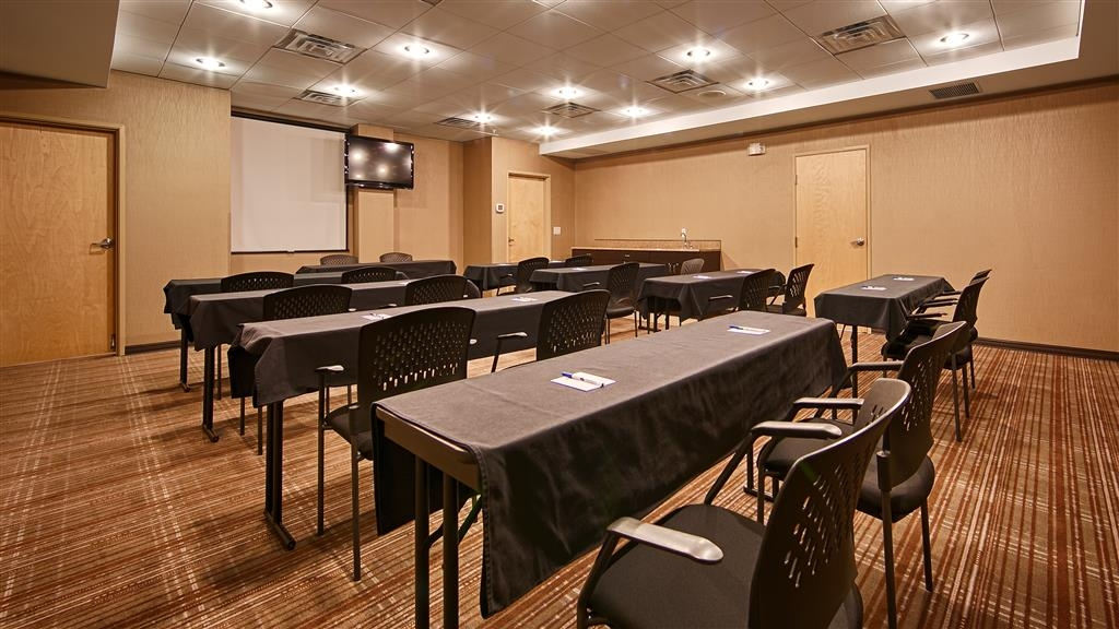 Best Western Plus Atrea Airport Inn & Suites - Salle de réunion