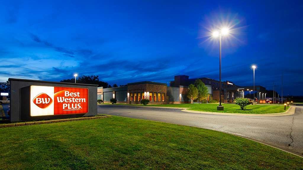 Best Western Plus Portage Hotel & Suites - Area esterna