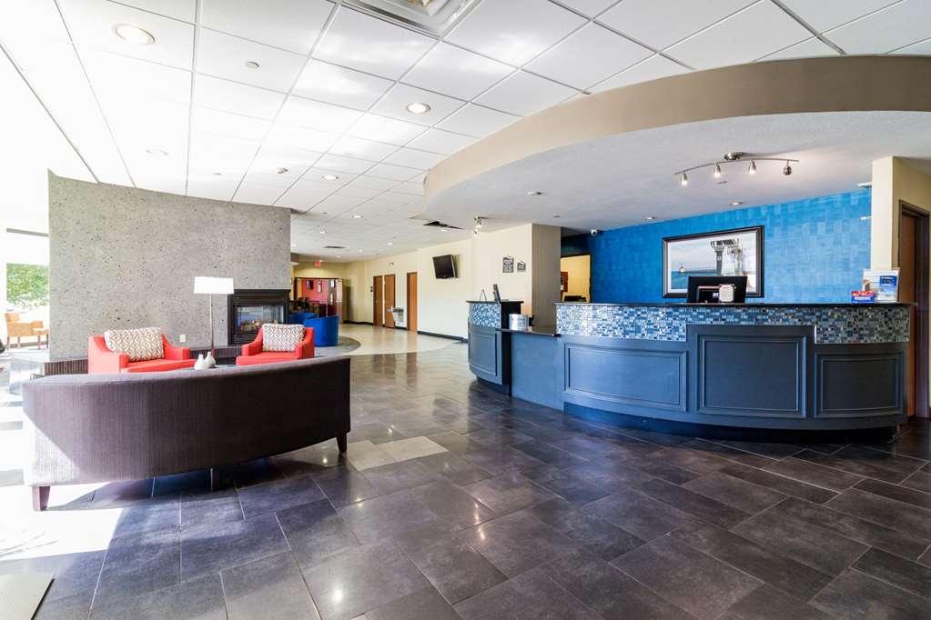 Best Western Plus Portage Hotel & Suites - Vista del vestíbulo