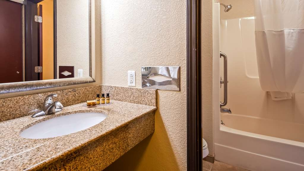 Best Western Plus Anderson - Enjoy getting ready for a day of adventure in this fully equipped guest bathroom.