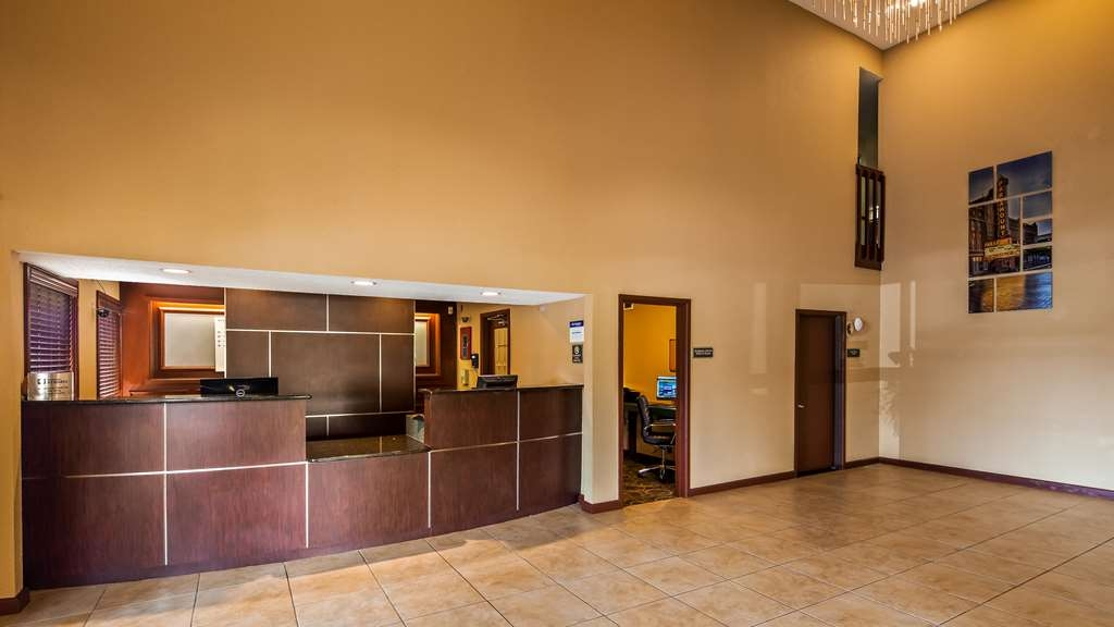 Best Western Plus Anderson - From the moment you enter our hotel, our amazing 24-hour front desk staff will make you feel welcome!