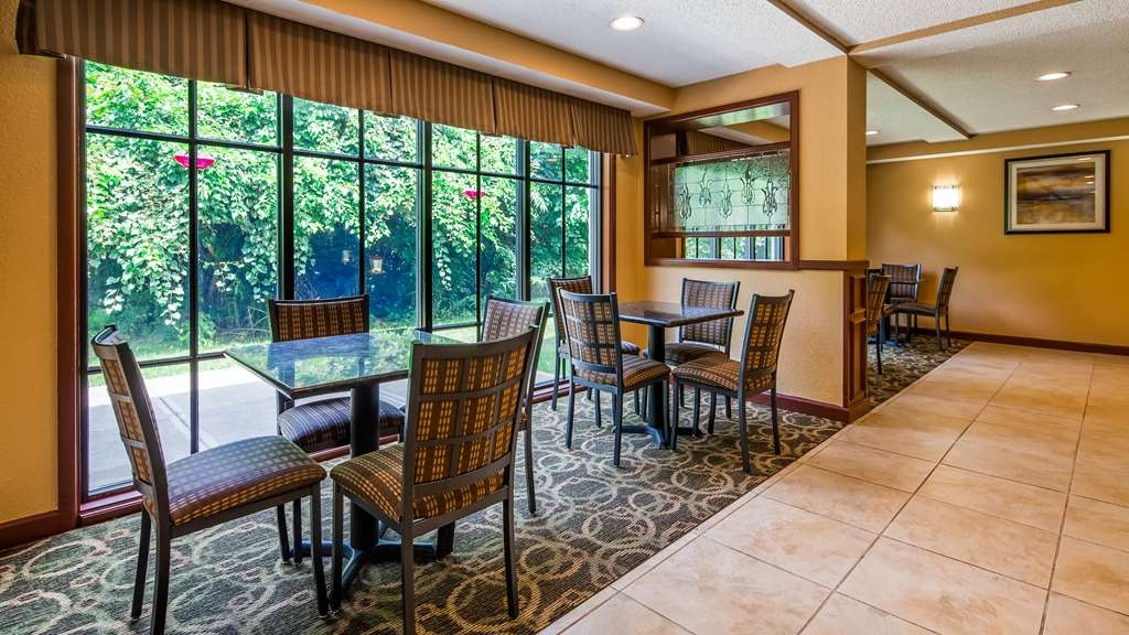 Best Western Plus Anderson - The open atmosphere of our breakfast area is a perfect location to start the day!