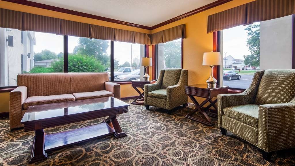 Best Western Plus Anderson - Our inviting foyer is a perfect place to relax or meet with friends or associates.
