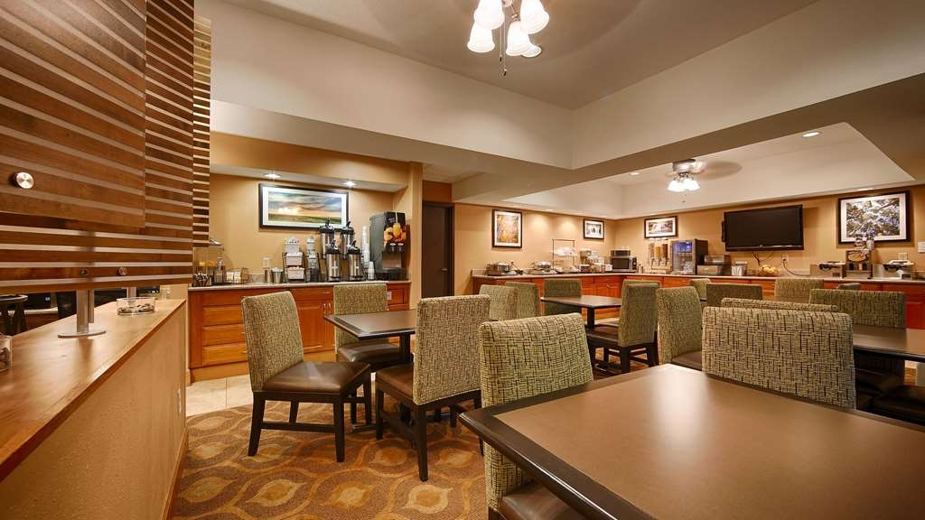 Best Western Plus Mishawaka Inn - Breakfast