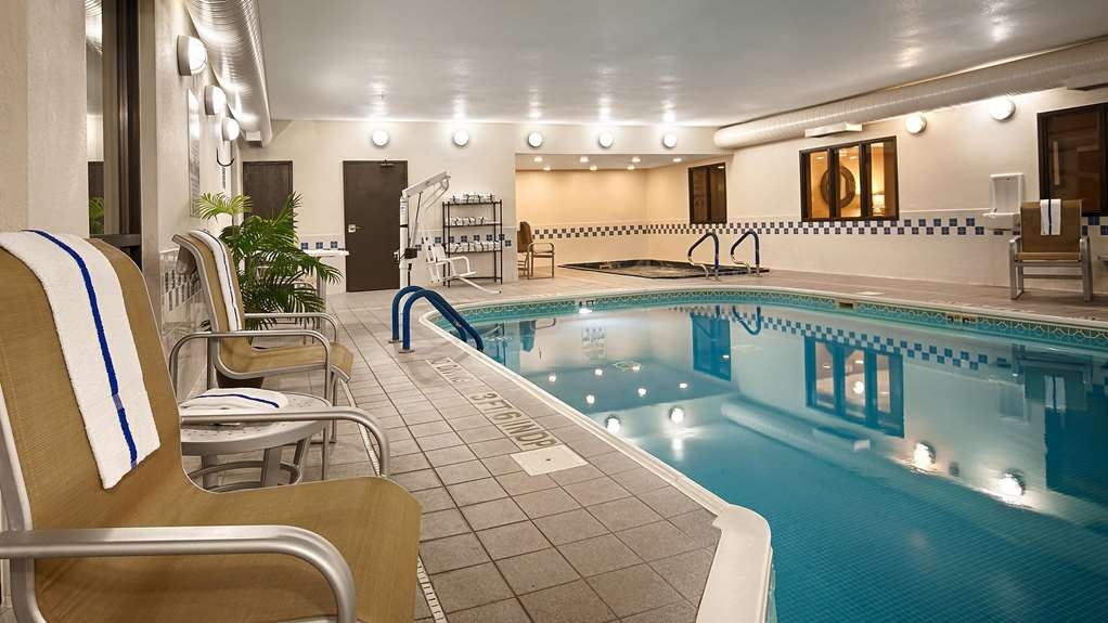 Best Western Plus Mishawaka Inn - Pool