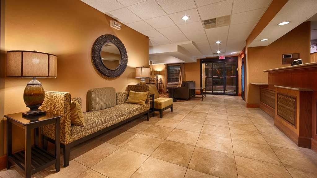 Best Western Plus Mishawaka Inn - Lobby