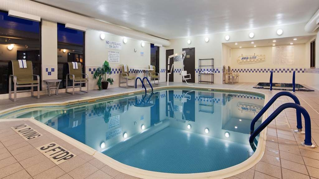 Best Western Plus Mishawaka Inn - The indoor pool is perfect for swimming laps or taking a quick dip.