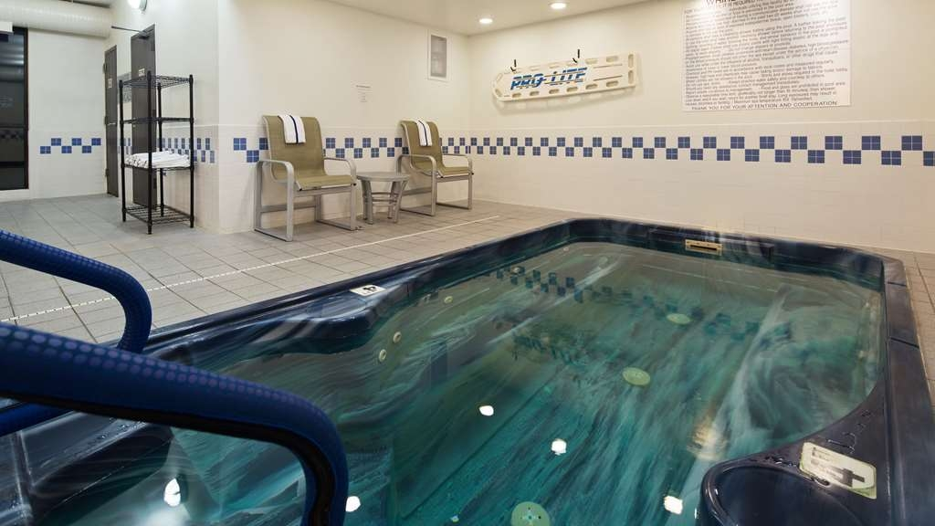 Best Western Plus Mishawaka Inn - Relax the body, mind and soul in our hot tub.
