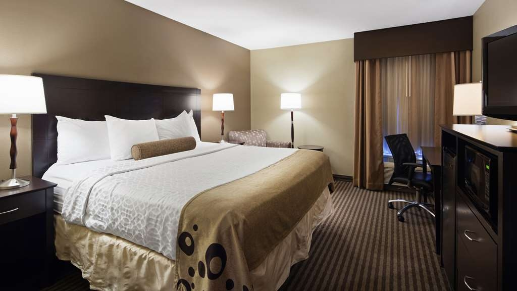 Best Western Plus Mishawaka Inn - Your comfort is our first priority. In our One King Guest Room, you will find that and much more.