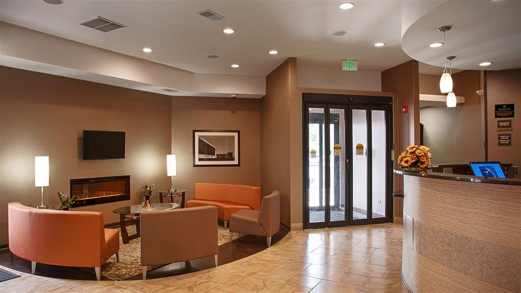 Best Western University Inn at Valparaiso - Our lobby is the perfect spot to relax after a long day of work and travel.