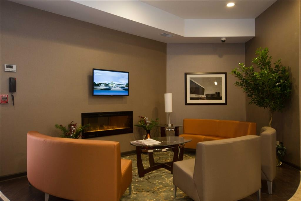 Best Western University Inn at Valparaiso - The moment you step into our warm lobby, you'll feel like part of our family, stay with people who care.