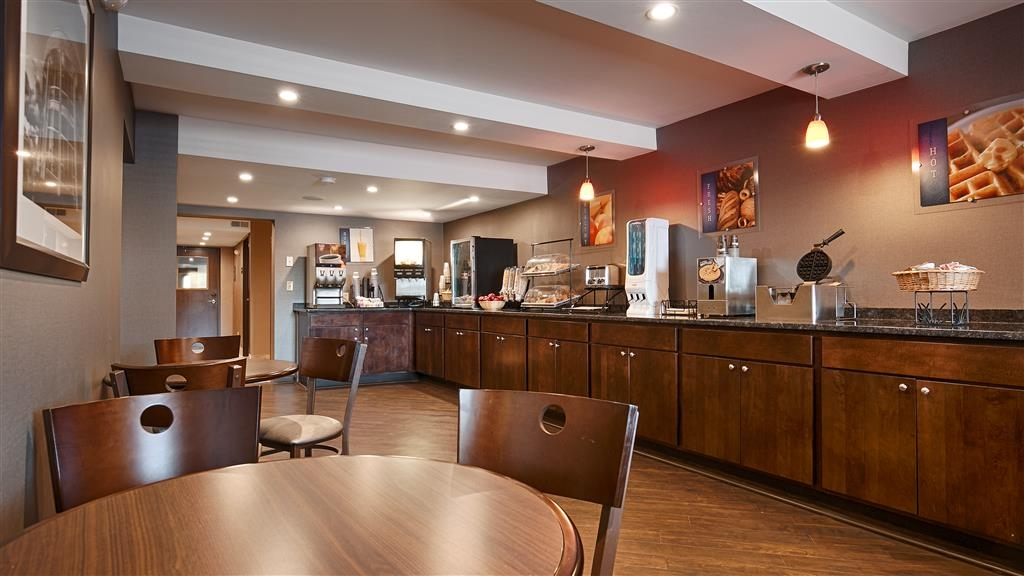 Best Western University Inn at Valparaiso - Sit down and enjoy the morning news while sipping a delicious cup of coffee.