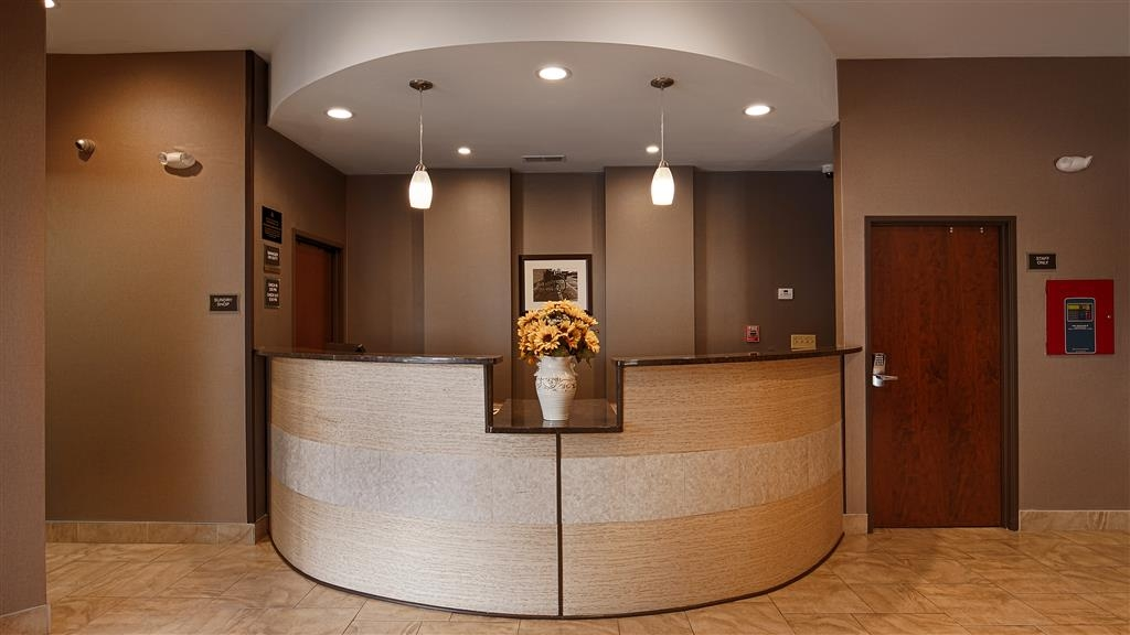 Best Western University Inn at Valparaiso - Make sure you visit our front desk staff for check in/out help.