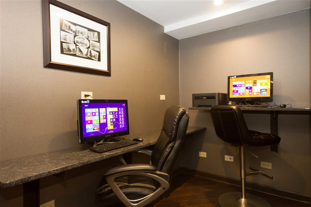 Best Western University Inn at Valparaiso - Free high-speed Internet and printer capabilities are available for you in our business center.
