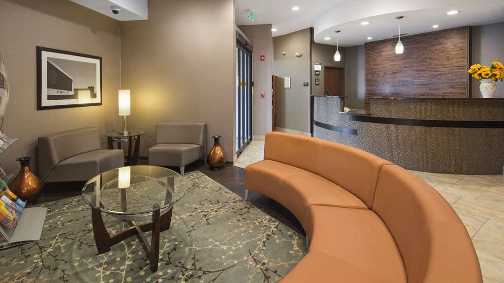 Best Western University Inn at Valparaiso - We strive to exceed your every expectation starting from the moment you walk into our lobby.