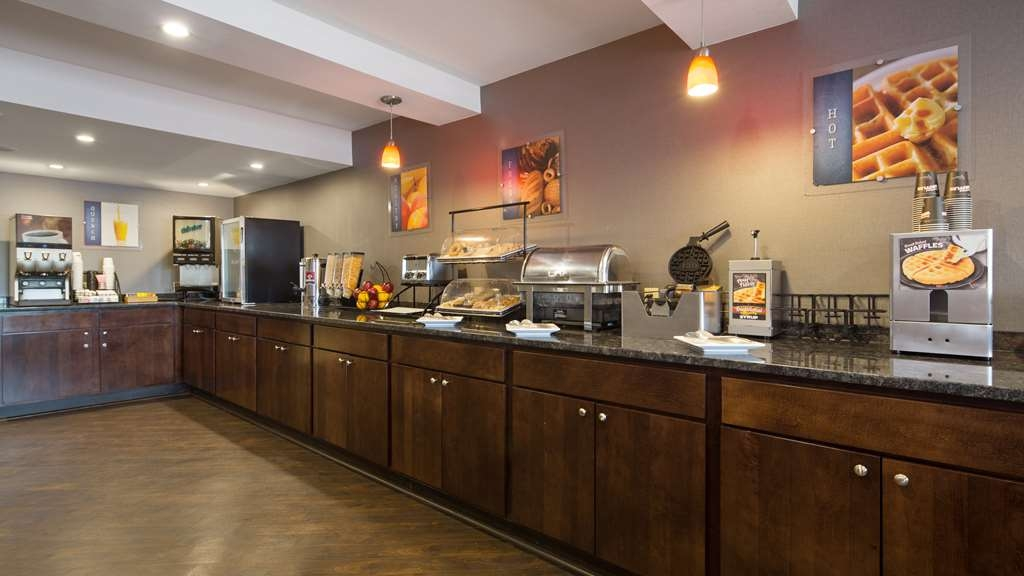 Best Western University Inn at Valparaiso - Enjoy a balanced and delicious breakfast with choices for everyone.