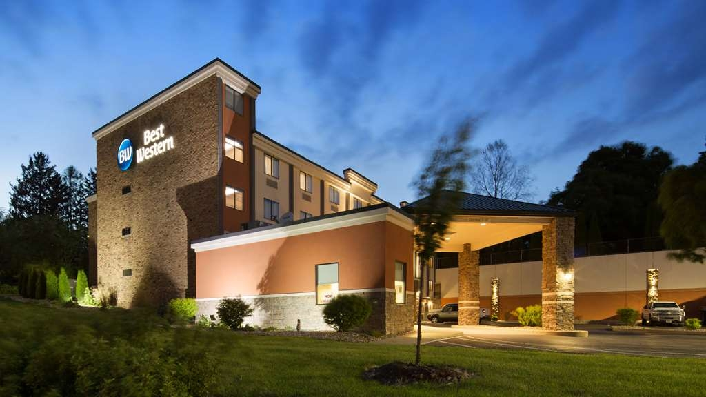 Best Western University Inn at Valparaiso - No matter what time of year, we know you will love the Best Western University Inn at Valparaiso.