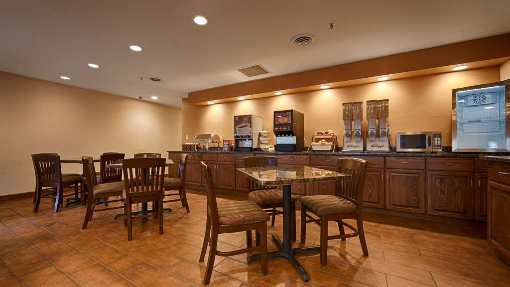 Best Western Plus Fort Wayne Inn & Suites North - Le petit déjeuner buffet