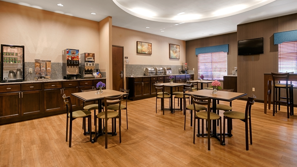 Best Western Plus French Lick - Sit down and enjoy the morning news while sipping a delicious cup of coffee.